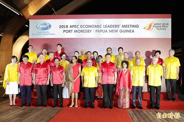 Representative to APEC Morris Chang, back row fourth left, and other attendees pose for a group photograph during the APEC summit gala dinner in Port Moresby yesterday. Photo: EPA