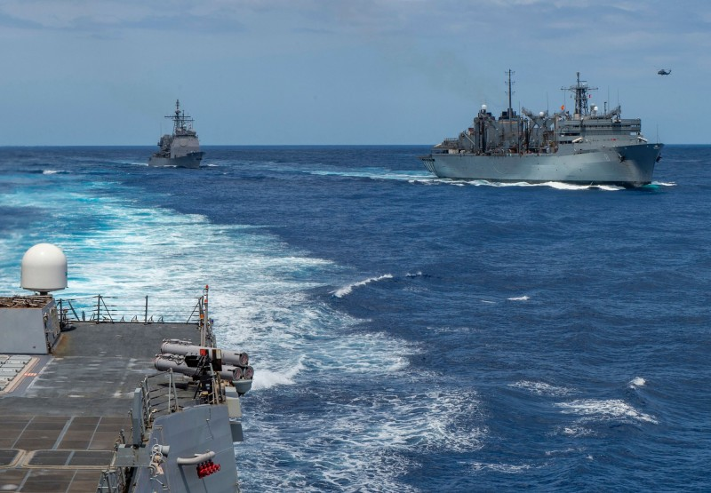 美國航母戰鬥群大舉進駐中東地區,同時美國政府要求非必要人員立即撤離伊拉克,中東戰火一觸即發。(法新社)