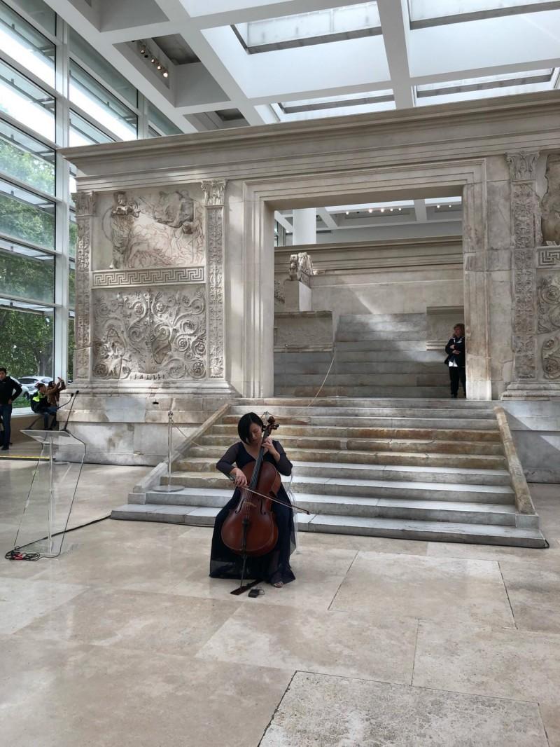 台灣大提琴家林若禪受邀於歐洲運動會聖火典禮上獨奏,可說是又一個「台灣之光」。(中央社)