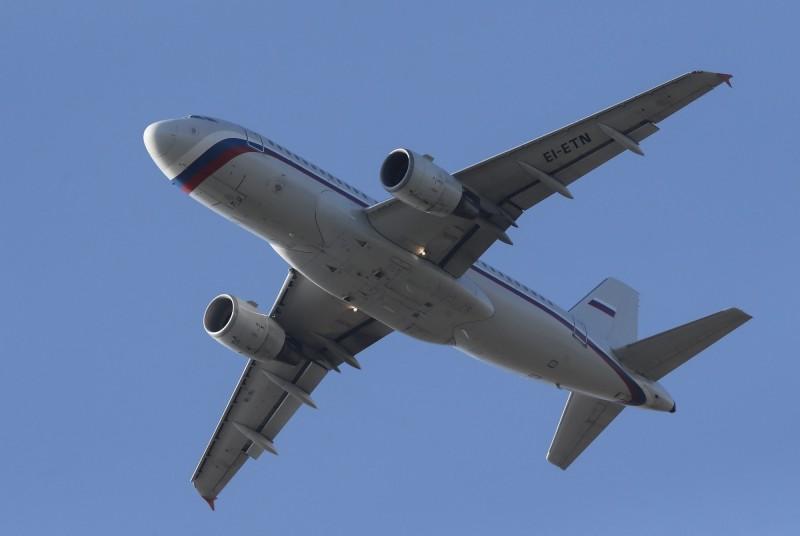 俄羅斯航空一架從曼谷飛往莫斯科的班機,近日竟有名麻醉醫師在大約1萬公尺的高空發酒瘋,甚至想打開機艙逃生門。示意圖,非新聞事件中班機。(歐新社)