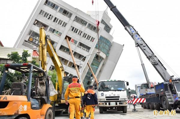 2月6日深夜花蓮發生6級強震,已造成15死282傷悲劇。(記者林敬倫攝)