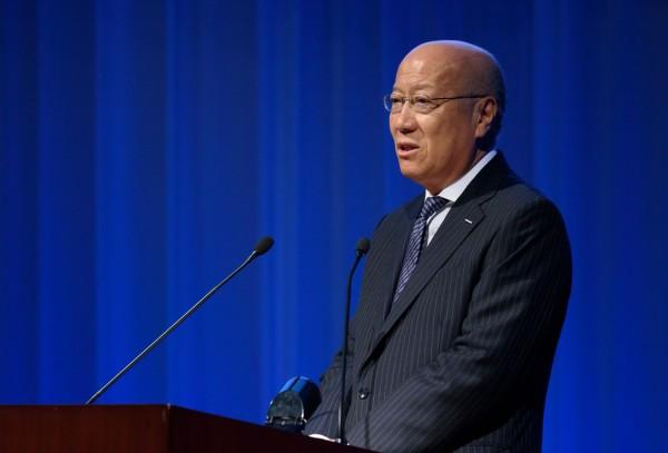 日本電通的社長石井直(圖),今(28)日晚間宣布將在明年1月的董事會上正式請辭,為員工過勞自殺的事件負責。(彭博)