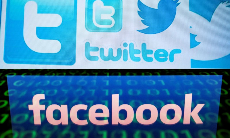 推特和臉書接連宣布停權帳號,並指這些帳號受到中國官方控制,散布對香港反送中運動的假消息。(法新社資料照)