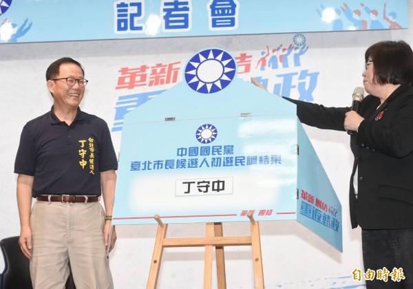 國民黨今天宣布台北市長黨內初選民調結果。(記者方賓照攝)