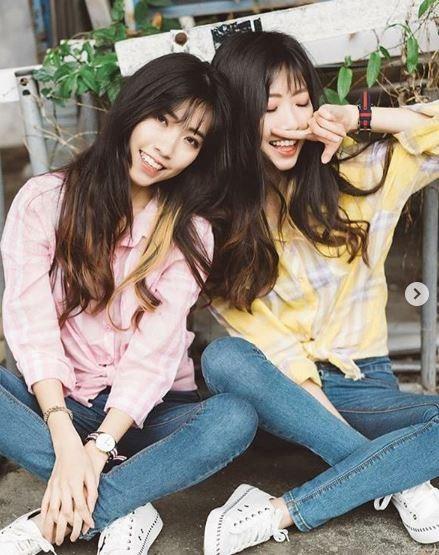 姊妹倆在IG上分享外拍照。(圖擷取自IG「twins_shin」)