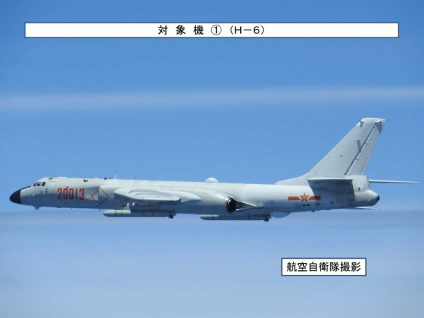 中國昨天派出戰機「繞島巡航」,日本派出戰機緊急升空予以應對。(圖擷自日本防衛省統合幕僚監部)