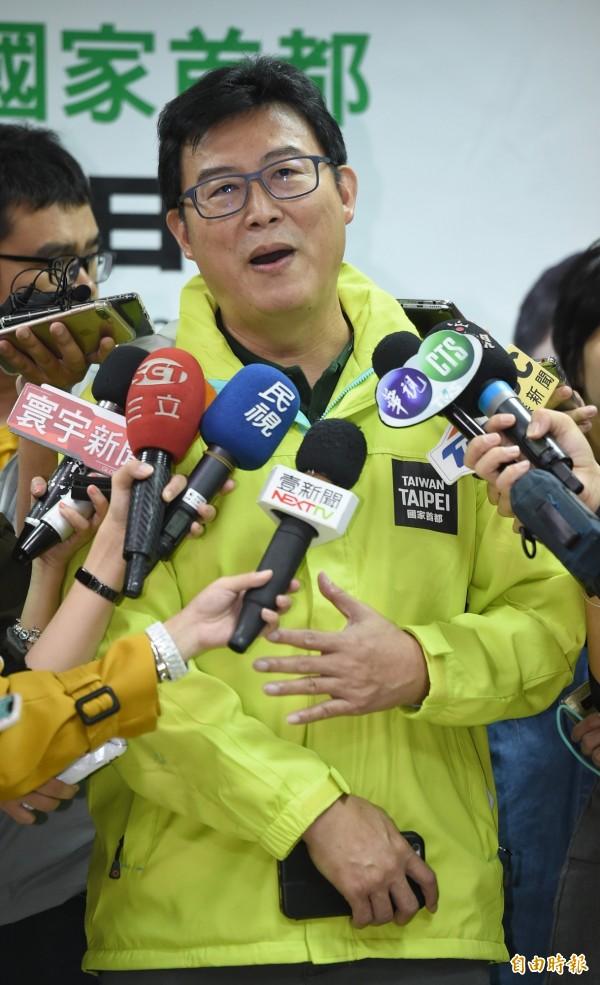 民進黨台北市長候選人姚文智出席台灣國家聯盟相挺「1118手牽手前進市政府、接管大巨蛋」記者會,並於會後受訪。(記者劉信德攝)