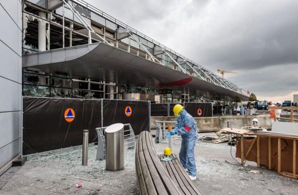 警察工會負責人吉爾斯呼籲人們應該在進入航廈之前就接受金屬探測儀、全身掃描儀以及X光機的檢查,不過機場當局拒絕這麼做。(美聯社)