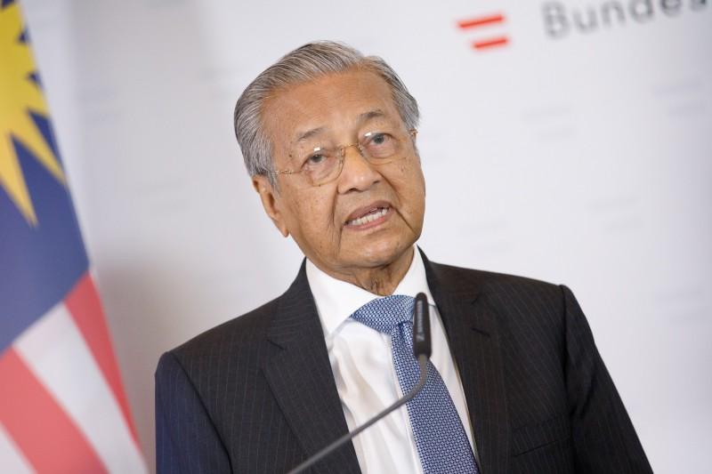 馬來西亞首相馬哈地(見圖)24日表示,如果歐盟繼續對棕櫚油有意見甚至因此採取行動限制出口,將不排除轉向中國購買戰鬥機。(歐新社資料照)