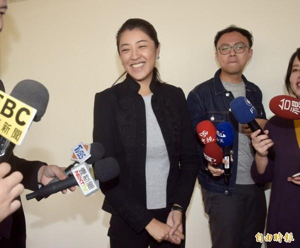 韓國瑜被爆出曾在14年前開車撞死人,競選總部發言人許淑華表示,韓國瑜不是肇事逃逸也與家屬和解,在道義上、法律上都負責任,並很肯定民進黨高雄市長候選人陳其邁沒有在選前刻意操作此事。(記者黃耀徵攝)