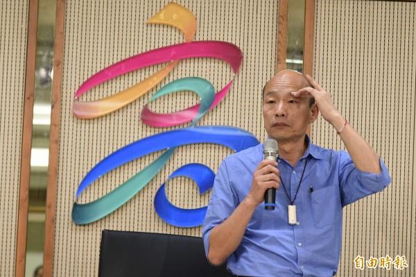 韓國瑜今(29日)下午召開記者會公布競選經費,結果卻被網友酸他昔日的「滷肉飯、礦泉水」形象破滅。(記者張忠義攝)