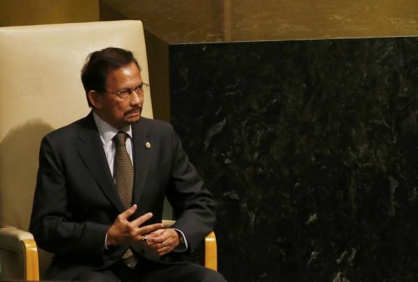 汶萊首相兼蘇丹博爾基亞根據伊斯蘭教法,去年起強硬禁止人民慶祝耶誕節,但博爾基亞旗下飯店卻大肆慶祝。(路透,資料照)