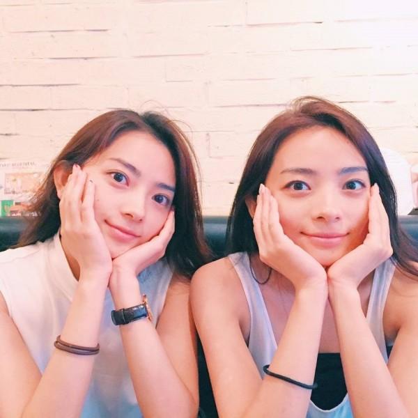 雙胞胎的美照也讓許多網友驚呼「超美」,掀起熱烈討論。(圖擷取自Instagram)