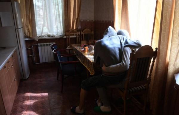 一對流亡至莫斯科的車臣男同志。(圖擷自推特)