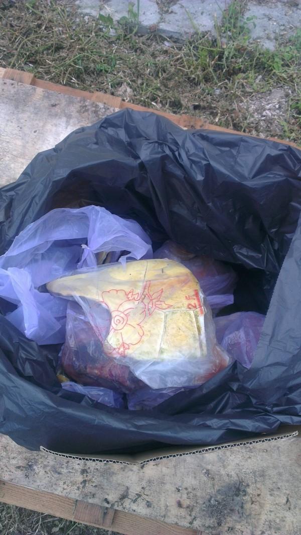 以塑膠袋包裝的龜殼紋路清晰可見。(圖截取自PTT)