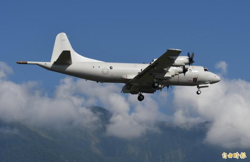 專門追蹤美國空軍行動的知名推特「飛機守望」爆,美國海軍1架P-3C海上巡邏機,目前出現在東海上空,強調相當接近台灣。圖為我國空軍P-3C。(資料照,記者游太郎攝)