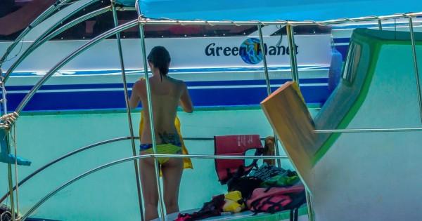 全景照片中有位女子赤裸上身換衣服。(圖擷自Bigpixel Tech)