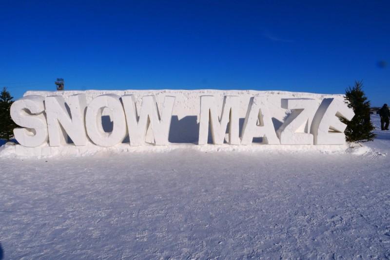 加拿大農夫馬斯找了12個人、使用了150卡車的雪、耗費6個星期,總共花費5.7萬加幣(約新台幣131.9萬元),才建造出了史上最大的雪中迷宮。(法新社)