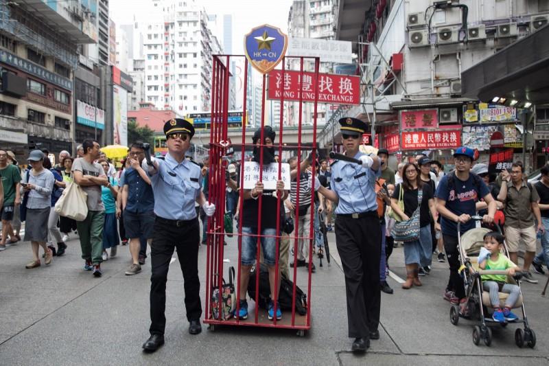 香港示威民眾要求港府撤回極具爭議的引渡相關條例修正案,其引發北京藉此進行司法迫害的疑慮。(歐新社)