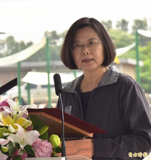 兼任民進黨主席的總統蔡英文今晚在電視專訪中說,台北市長柯文哲如果想爭取民進黨的支持,就必須對台灣價值這件事情再確認。(資料照)