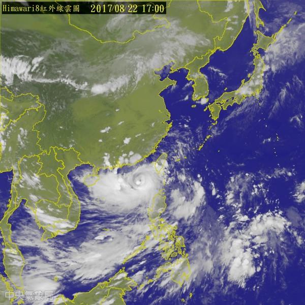 中颱天鴿逐漸遠離台灣,中央氣象局在今(22)日下午5時30分解除海上颱風警報。(圖取自中央氣象局)