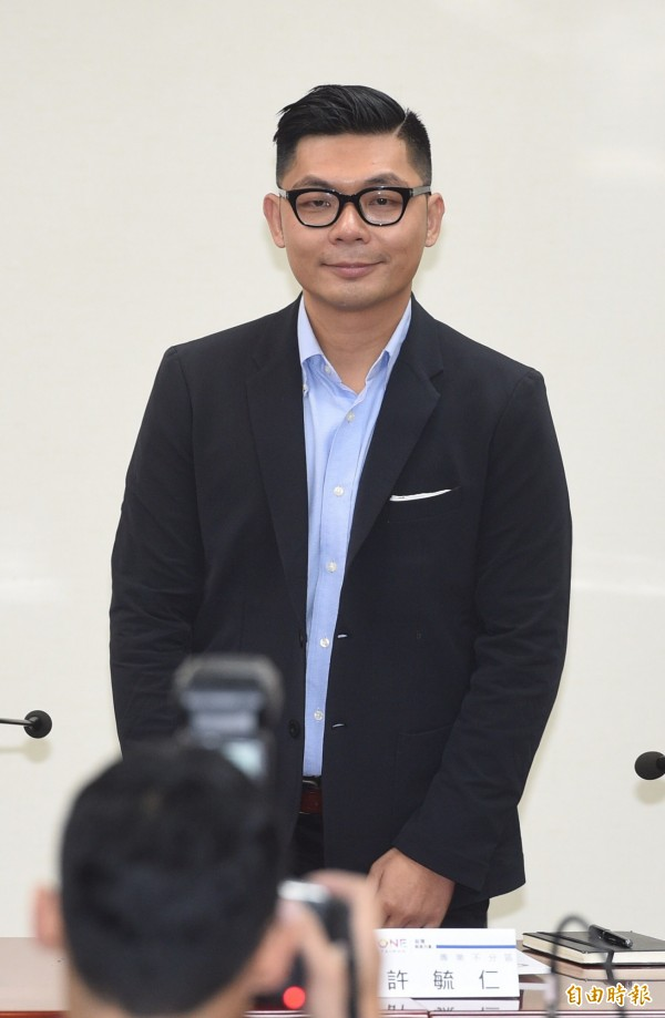 國民黨新科立委、TEDxTaipei共同創辦人許毓仁所寫《TEDxTaipei 18分鐘 淬煉的人生智慧》,在書展期間獲總統馬英九和台北市長柯文哲同推。(資料照,記者羅沛德攝)