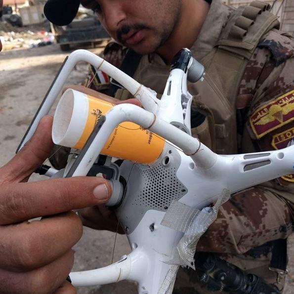 傳一名IS恐怖份子欲利用民用無人機(drone)進行恐攻,不料無人機低電量自動「回家」,讓他炸死自己。圖為IS改造用以投放爆裂物的無人機,非當事人。(圖取自IG mitchell.utterback)