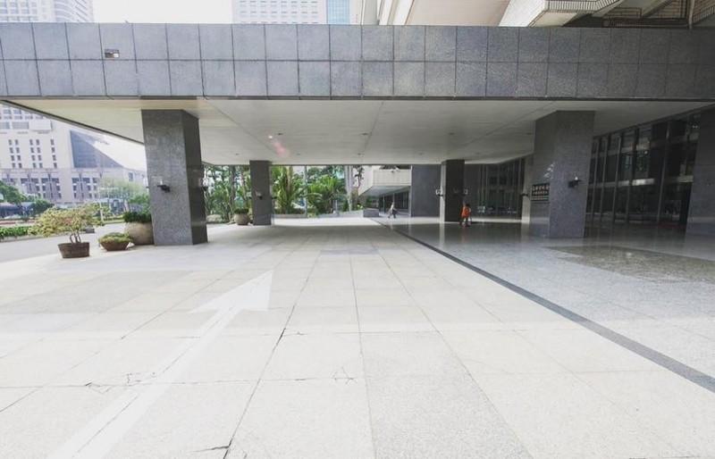 「高雄點 Kaohsiung.」小編認為,高雄市長若能「開箱」,會是這樣空蕩蕩的場景。(圖擷取自高雄點粉專)