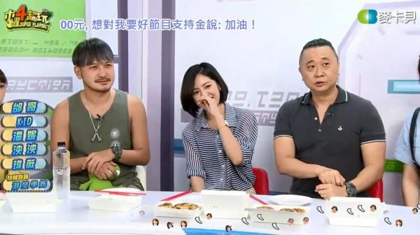 台北市長柯文哲近期內現身網路節目《木曜4超玩》,當時在節目中擔任邰智源助手的「學姐」黃瀞瑩,今(12)日再度現身直播現場。(圖擷取自《木曜4超玩》)