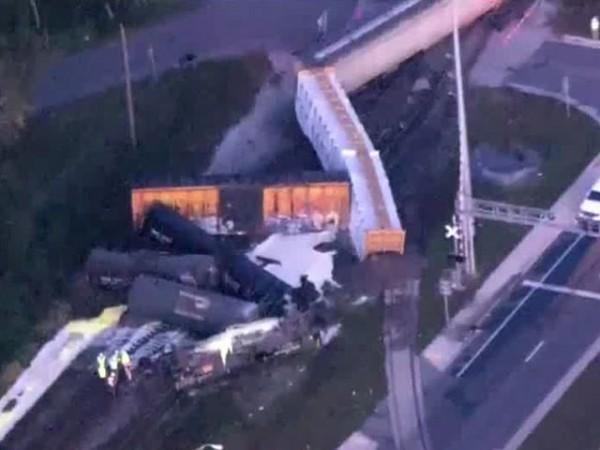 美國佛羅里達州週一(27日)發生列車脫軌意外。(圖取自《wptv》)
