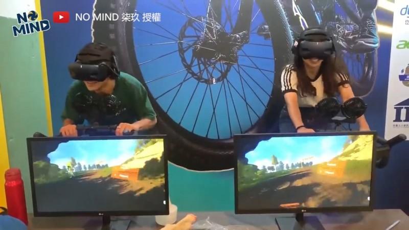 民眾體驗新現代五項運動會的VR飛輪。(YouTube NO MIND 柒玖 授權)
