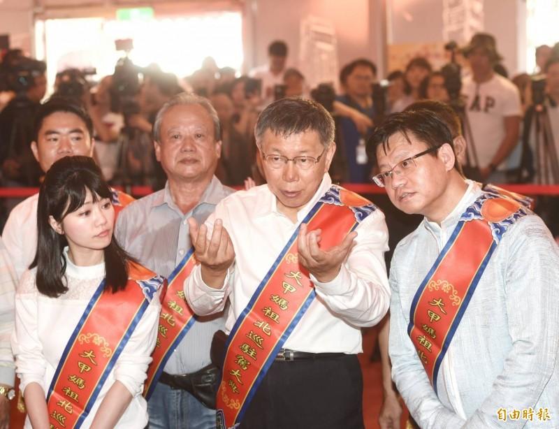 鴻海董事長郭台銘宣布投入國民黨內初選,引發政壇震撼;台北市長柯文哲(中)認為重點不是生理年齡,而是心理年齡跟身體狀況。(記者方賓照攝)
