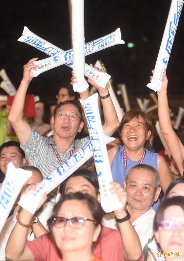 國慶晚會於台中體育運動大學舉辦,現場擠進2萬5000人。(記者廖耀東攝)