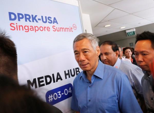 新加坡總理李顯龍今(10)日稍晚,將與北韓領導人金正恩會面。圖為李顯龍視察川金會媒體中心的畫面。(路透)