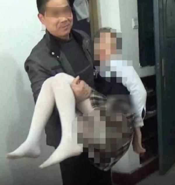中國連環爆出猥褻、性侵案,此次有網友舉報名為「江蘇劉老師,媲美欣」的系列影片中受害者皆為孩童。(圖擷自微博)