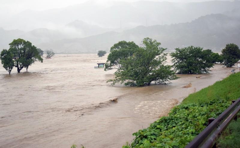 日本熊本縣河川氾濫。(歐新社)
