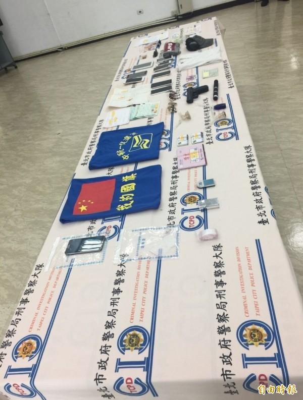 警方破獲四海幫青壯會為統促黨李靖黨部成員。(記者劉慶侯攝)