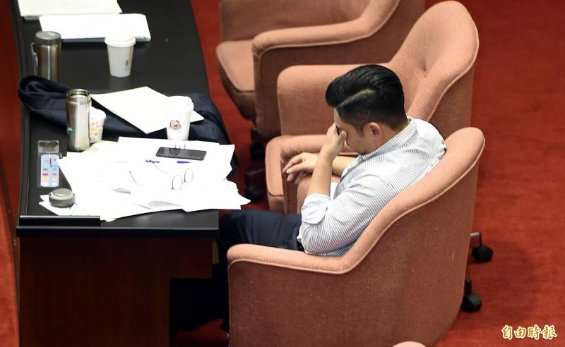 支持政院版同婚法案的國民黨立委許毓仁,上週五在立法院三讀通過後激動落涙。(資料照,記者方賓照攝)