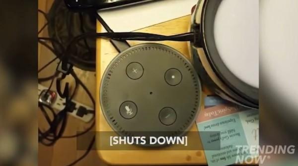但Alexa卻直接關機,讓持有者非常傻眼。亞馬遜公司出面回應這只是「程式漏洞」,不代表任何含意,目前已修復該程式。(圖擷自YouTube)