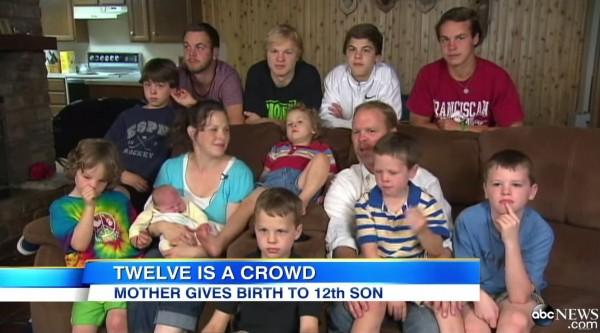 施瓦特一家已經常應邀至各大電視節目分享「連生兒子」的故事。(圖取自ABC新聞網)