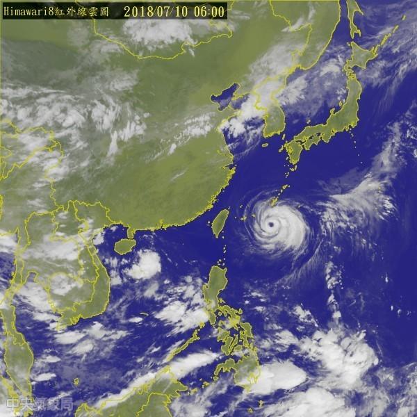 中央氣象局指出,強颱「瑪莉亞」持續朝台灣逼近,中央氣象局昨晚11點半發布陸上颱風警報。(圖擷取自中央氣象局)