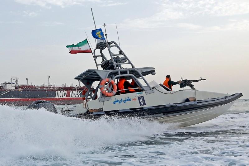 伊朗今日再傳扣押外國油輪,稱其涉嫌「走私」石油至阿拉伯國家。圖為伊朗伊斯蘭革命衛隊武裝船隻。(歐新社)
