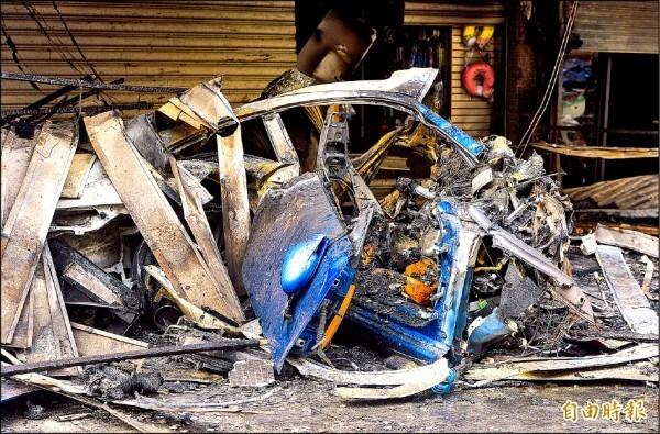 保時捷轎車撞成廢鐵。(資料照)