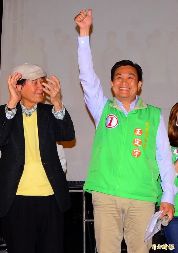 民進黨立委王定宇(右)今天宣布投入台南市長黨內初選,各界關注。(資料照,記者吳俊鋒攝)