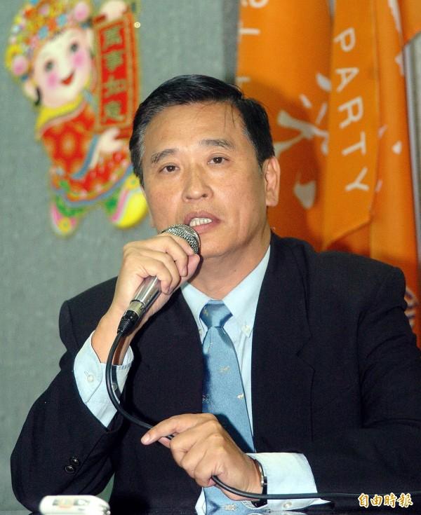 馮定國2004年當選第6屆立委,但在2007時宣布退出2008年立委選舉,圖為他宣布退出選舉時的資料畫面。(記者叢昌瑾攝)