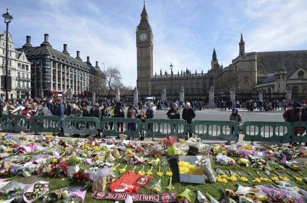 英國今年頻發生恐怖攻擊,多是恐怖組織「伊斯蘭國」(IS)透過網路招募青年犯案。(美聯社)