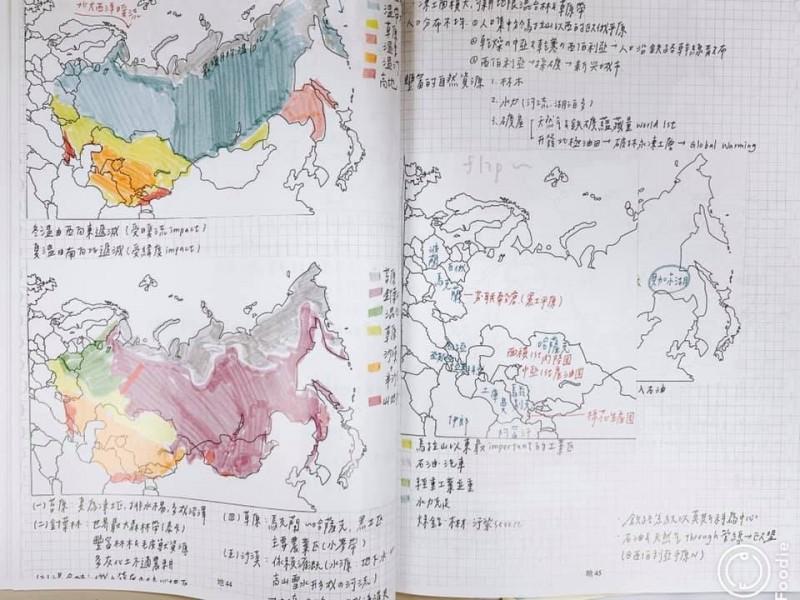 歐陽立中也買了一套「全彩印北一女筆記」,問學生,「有了這份筆記,你就會考上心中的第一志願嗎?」。(圖取自歐陽立中臉書)