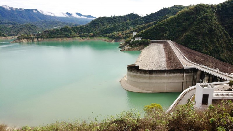 水利署派人查證,曾文水庫集水區並沒有傾倒文旦的情形。(記者吳俊鋒翻攝)