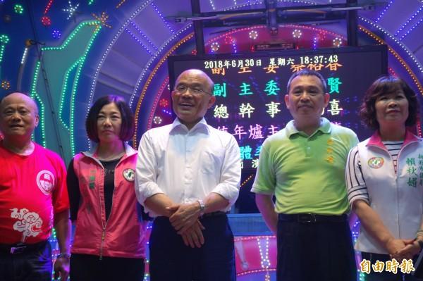 民進黨新北市長參選人蘇貞昌今晚到新莊鎮安壇蕭府王爺參加宮慶活動。(記者葉冠妤攝)