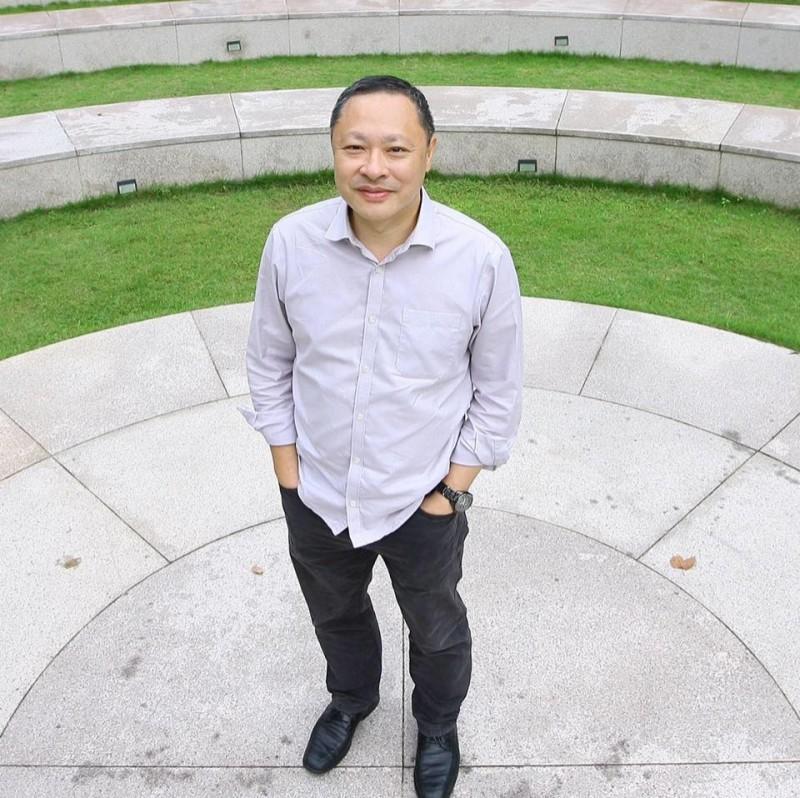 戴耀廷今日在臉書上發文表示,除了肯定「雨傘運動」是一場「革命」以外,也表示,年輕一代勇往直前的決心,令他感到羞愧。(圖擷取自臉書_Tai Yiu Ting, 戴耀廷)